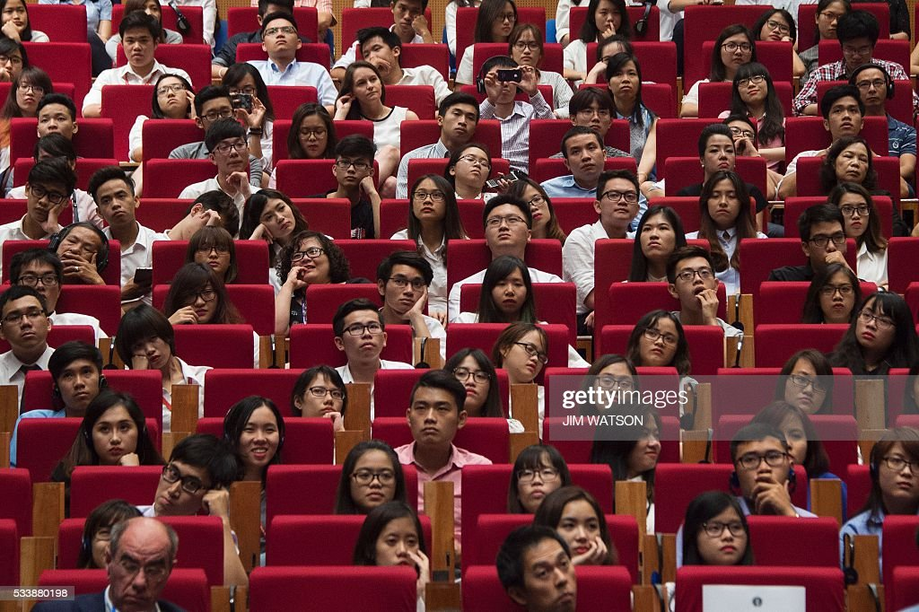 An audience listens as US President Barack Obama delivers remarks at the National Convention Center in Hanoi on May 24, 2016. Obama, currently on a visit to Vietnam, met with civil society leaders including some of the country's long-harassed critics on May 24. / AFP / JIM