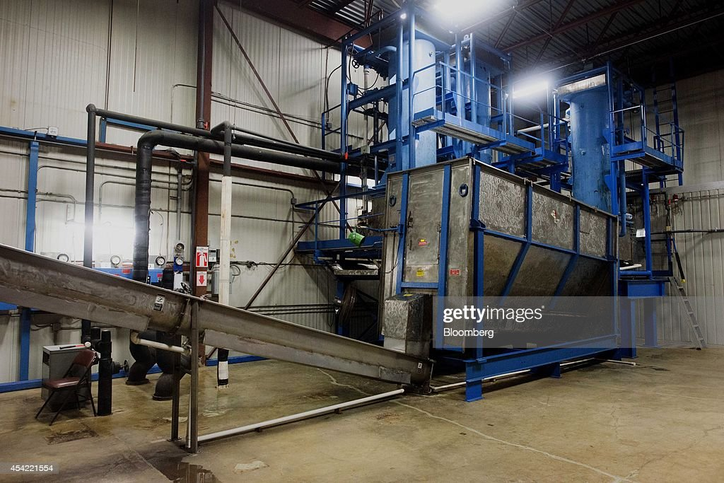 An automated production line stands at the Capital City Ice facility in Columbus, Ohio, U.S., on Tuesday, Aug, 26, 2014. The Institute for Supply Management (ISM) is scheduled to release U.S. manufacturing figures on Sept. 2. Photographer: Ty Wright/Bloomberg via Getty Images
