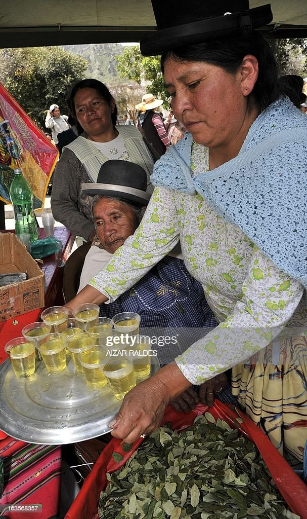 An Aymara woman sells coca leaves maté drinks at a square of La Paz, on March 12, 2013 during the celebration of the first National year of Coca Chewing (acullicu). AFP PHOTO/Aizar Raldes