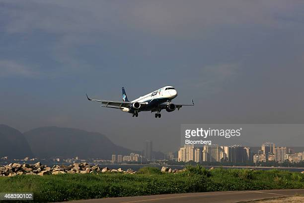 An Azul SA jet approaches for a landing at the Santos Dumont Airport in Rio de Janeiro Brazil on Tuesday March 31 2015 Brazil's airlines resemble US...