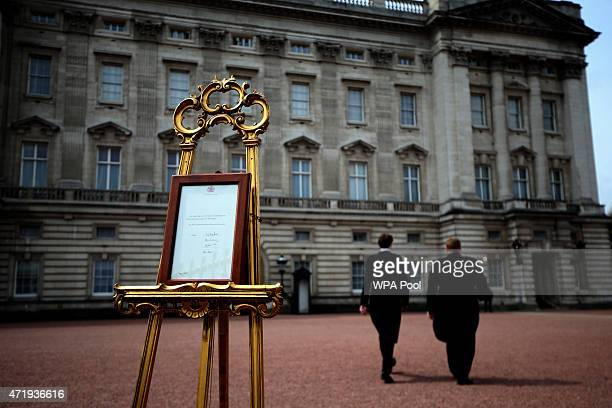 An easel is placed in the forecourt of Buckingham Palace following the announcement that Catherine Duchess of Cambridge has given birth to a baby...