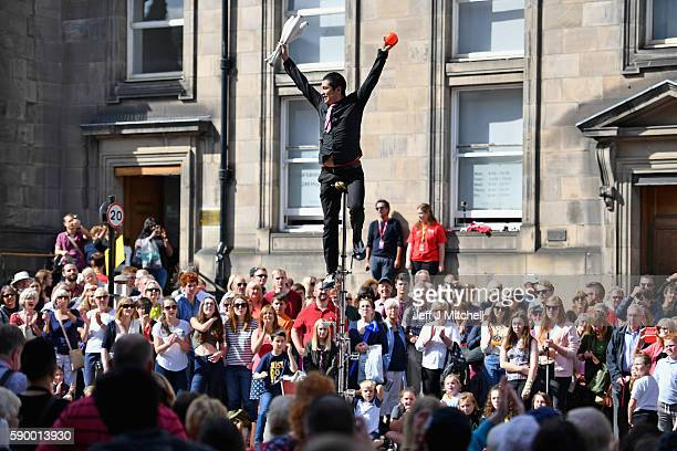 An Edinburgh Festival Fringe entertainer performs on the Royal Mile on August 15 2016 in Edinburgh Scotland The fringe remains the largest performing...