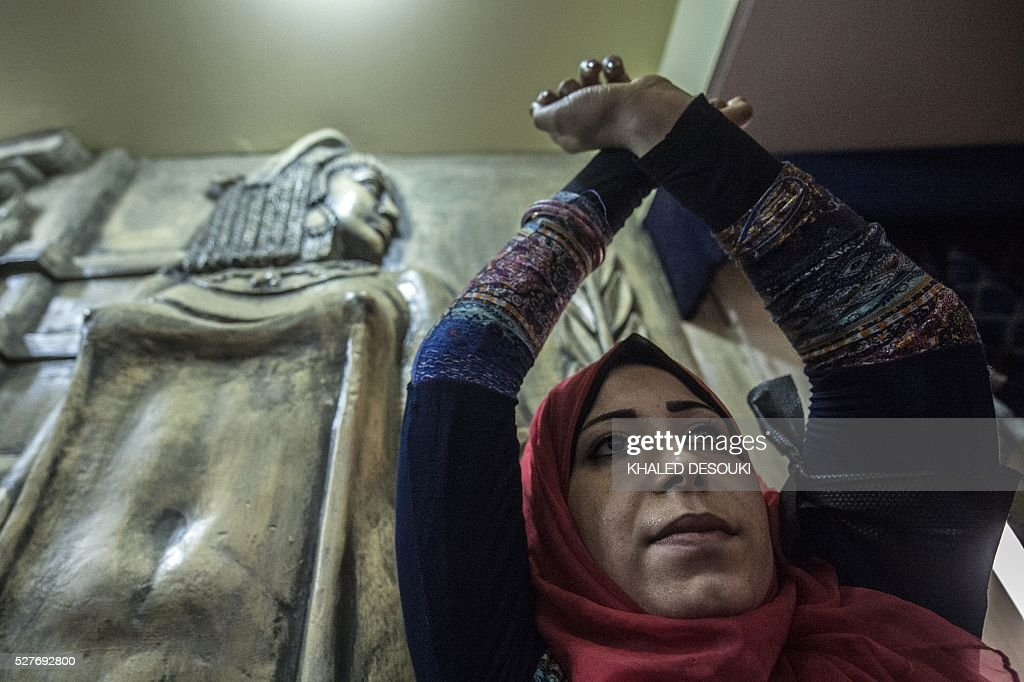An Egyptian journalist crosses her hands symbolising being handcuffed during a protest inside the Syndicate headquarters in Cairo on May 3, 2016 on the occasion of World Press Freedom day, a day after police stormed the headquarters of the journalists' association and arrested two journalists. Egyptian authorities on May 2 ordered the detention of two journalists for 15 days after their arrest on allegations of incitement to protest, a judicial source said. The decision comes a day after police stormed the headquarters of the journalists' association in central Cairo and arrested Amr Badr and Mahmud el-Sakka. A judicial source on Sunday said the pair had been wanted for alleged incitement to protest in violation of the law. / AFP / KHALED