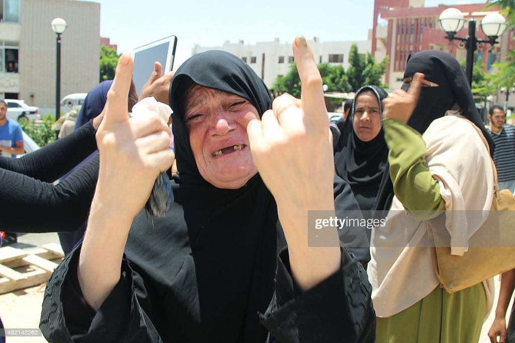 An Egyptian mother cries during the funeral of her daughter who was killed in El-Arish, capital of north Sinai, on July 14, 2014, after militants fired mortar shells last night at a military base. At least seven civilians and a soldier were killed when three rockets slammed into the restive Sinai Peninsula, Egypt's interior ministry and medical sources said. AFP PHOTO / STR