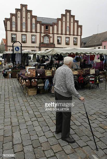 An elderly man visits the weekly market 23 August 2007 at the market square in Muegeln eastern Germany where eight Indians were injured in an attack...