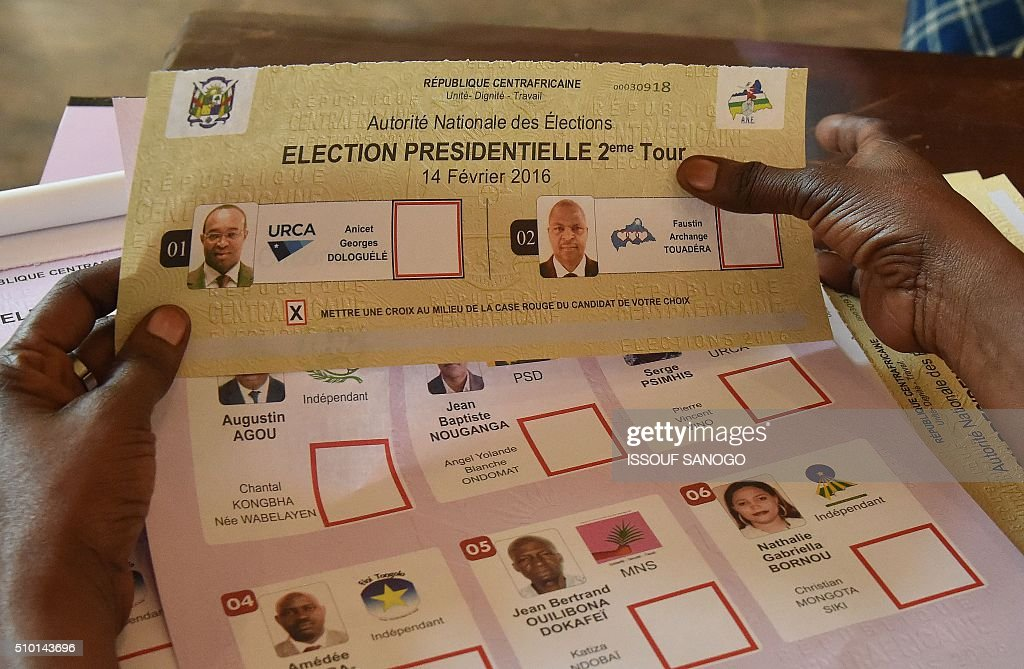 An election official holds ballots at a polling station in Bangui, on February 14, 2016, as people go to the polls to take part in the country's delayed legislative and presidential elections. The Central African Republic holds delayed presidential and parliamentary polls on February 14, with voters desperate to usher in peace after the country's worst sectarian violence since independence in 1960. / AFP / ISSOUF SANOGO