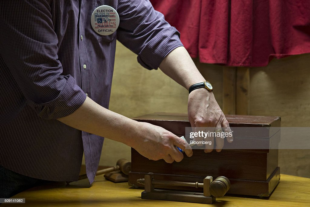 An election official unlocks the ballot box at the town hall polling site during the New Hampshire presidential primary election in Harts Location, New Hampshire, U.S., on Tuesday, Feb. 9, 2016. According to the New Hampshire Secretary of State's office, the state has 383,834 voters who haven't declared a party affiliation, compared to 260,896 registered Republicans and 229,202 Democrats. Photographer: Andrew Harrer/Bloomberg via Getty Images
