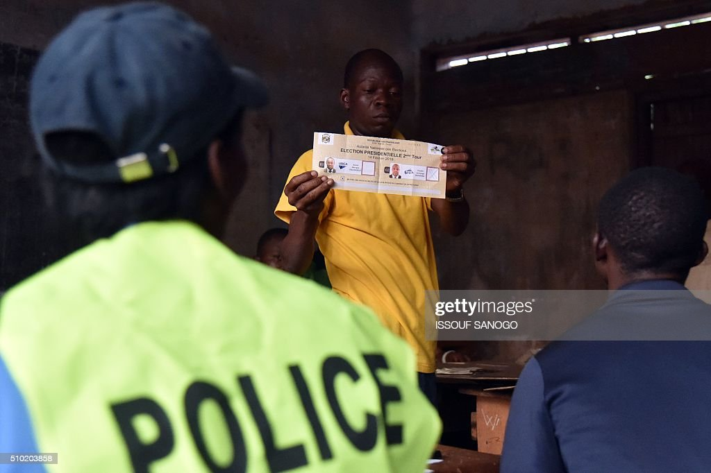 An election worker counts votes after polls closed following the second round presidential and legislatives elections in Bangui, on February 14, 2016, after people went to the polls to take part in the country's delayed legislative and presidential elections. The Central African Republic holds delayed presidential and parliamentary polls on February 14, with voters desperate to usher in peace after the country's worst sectarian violence since independence in 1960. / AFP / ISSOUF SANOGO