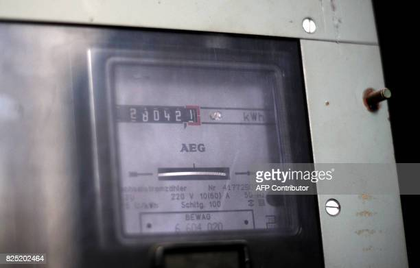 An electricity meter is pictured apartment house in Berlin on September 30 2010 AFP PHOTO / JOHANNES EISELE / AFP PHOTO / JOHANNES EISELE
