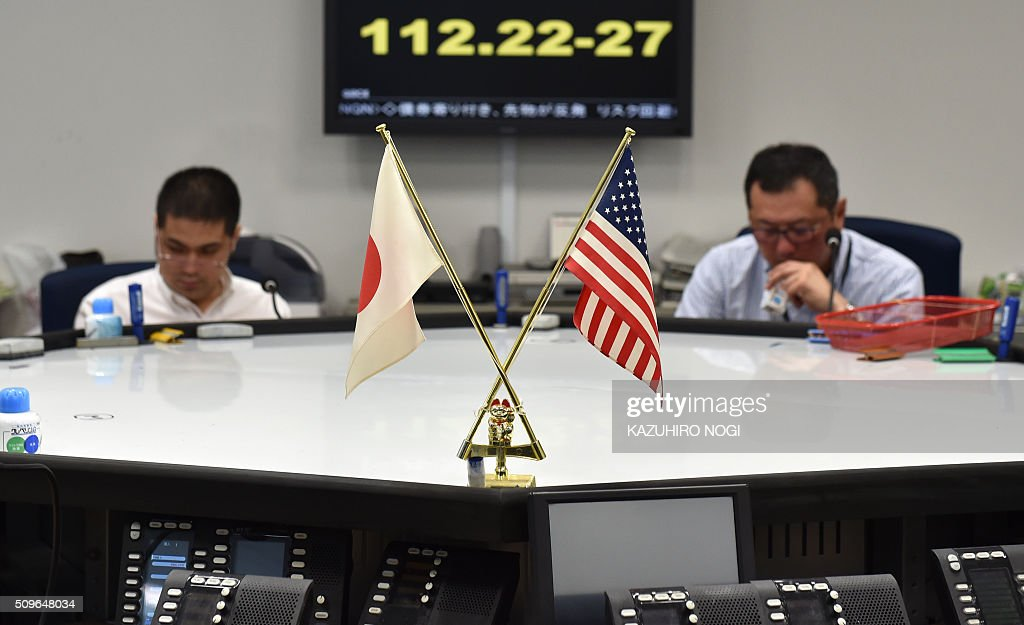 An electronic board shows a foreign exchange rate numbers against US dollar at a foreign exchange brokerage in Tokyo on February 12, 2016. Tokyo stocks tumbled more five percent in early deals on February 12, playing catch-up with a global sell-off after a one-day holiday amid deepening worries about the world economy and as a stronger yen hammered exporters. AFP PHOTO / KAZUHIRO NOGI / AFP / KAZUHIRO NOGI