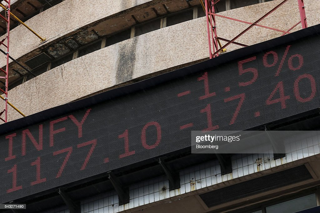 An electronic ticker board displays the stock figures for Infosys Ltd. at the Bombay Stock Exchange (BSE) in Mumbai, India, on Monday, June 27, 2016. Most Indian stocks advanced, led by companies tied to the economy, as some investors judged Friday's Brexit-induced selloff is overdone. Tata Consultancy Service Ltd. (TCS) and Infosys, India's top software exporters that earn about a quarter of their revenue from Europe, were the biggest losers on the benchmark S&P BSE Sensex. Photographer: Dhiraj Singh/Bloomberg via Getty Images