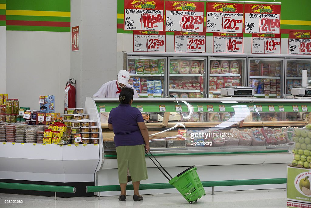 An employee at the deli counter assists a shopper at a Bodega Aurrera store, the discount chain owned by Wal-Mart Stores Inc., in Naucalpan de Juarez, Mexico, on Wednesday, May 4, 2016. Wal-Mart de Mexico SAB reported first-quarter results last week that beat analysts estimates, the most recent sign of growth for Mexican companies this earnings season. Photographer: Susana Gonzalez/Bloomberg via Getty Images