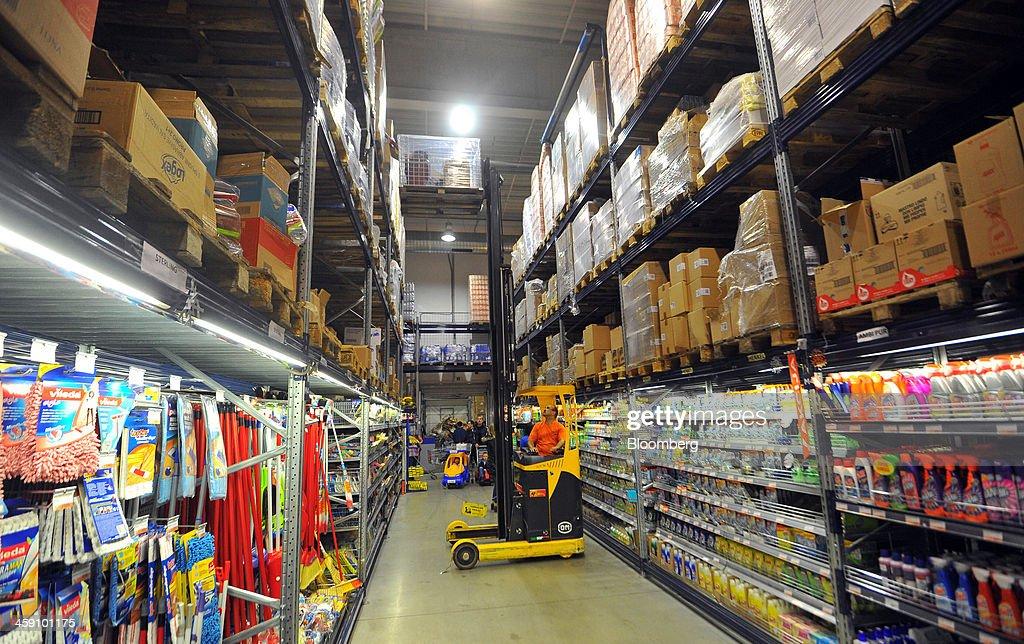 Kết quả hình ảnh cho Forklift in supemarket