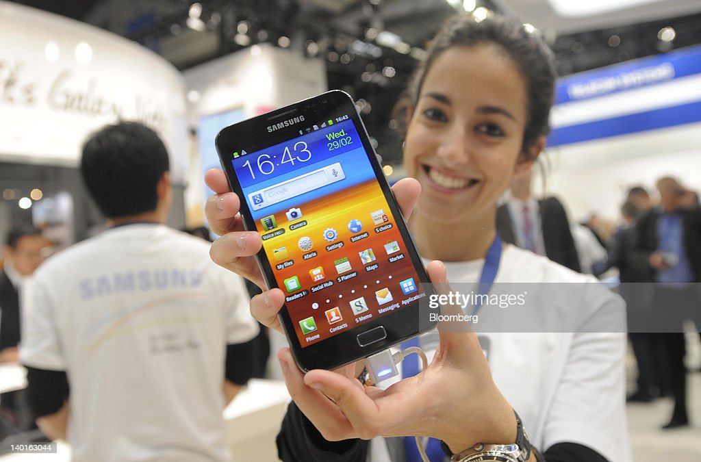 An employee holds a Samsung Electronics Co. Galaxy Note tablet device in this arranged photograph at the Mobile World Congress in Barcelona, Spain, on Wednesday, Feb. 29, 2012. The Mobile World Congress, operated by the GSMA, expects 60,000 visitors and 1400 companies to attend the four-day technology industry event which runs Feb. 27 through March 1. Photographer: Denis Doyle/Bloomberg via Getty Images
