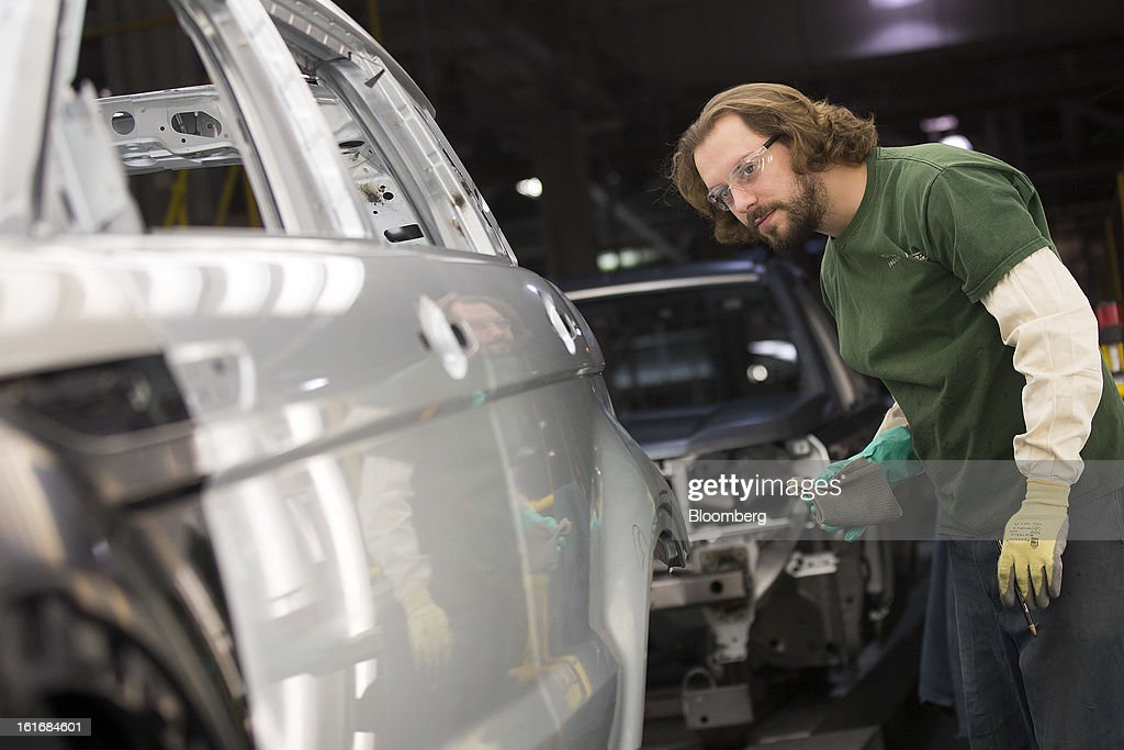 An employee inspects the aluminum body panels of an SUV automobile at Jaguar Land Rover Plc's assembly plant, a unit of Tata Motors Ltd., in Halewood, U.K., on Wednesday, Feb. 13, 2013. Carmakers from Ford Motor Co. to Audi AG and Jaguar Land Rover Plc are using record amounts of aluminium to replace heavier steel, providing relief to producers of the metal confronting excess supplies and depressed prices. Photographer: Simon Dawson/Bloomberg via Getty Images