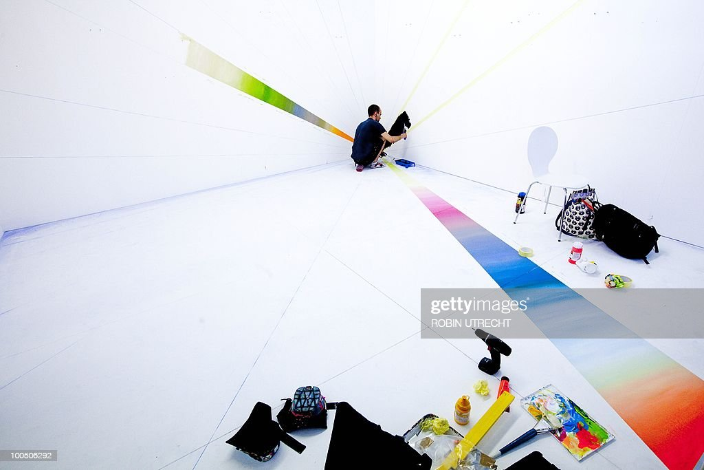 An employee of Art gallery 'Cokkie Snoei' sets up a stall for the International Art Fair for modern and Contemporary Art in the RAI Amsterdam on May 25, 2010. The 26th edition of the fair Art Amsterdam takes place on May 26, 2010 till May 30, 2010. AFP PHOTO ANP ROBIN UTRECHT netherlands out - belgium out