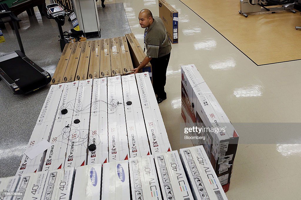 An employee organizes LG Cinema 3D and Samsung televisions at a Sears store during the Family and Friends evening sale inside the Del Amo shopping mall in Torrance, California, U.S., on Sunday, Nov. 11, 2012. Sears Holdings Corp., the retailer controlled by hedge-fund manager Edward Lampert, fell the most in more than 10 months on Nov. 16, after posting a wider third-quarter loss and its 23rd straight quarterly sales decline. Photographer: Patrick Fallon/Bloomberg via Getty Images