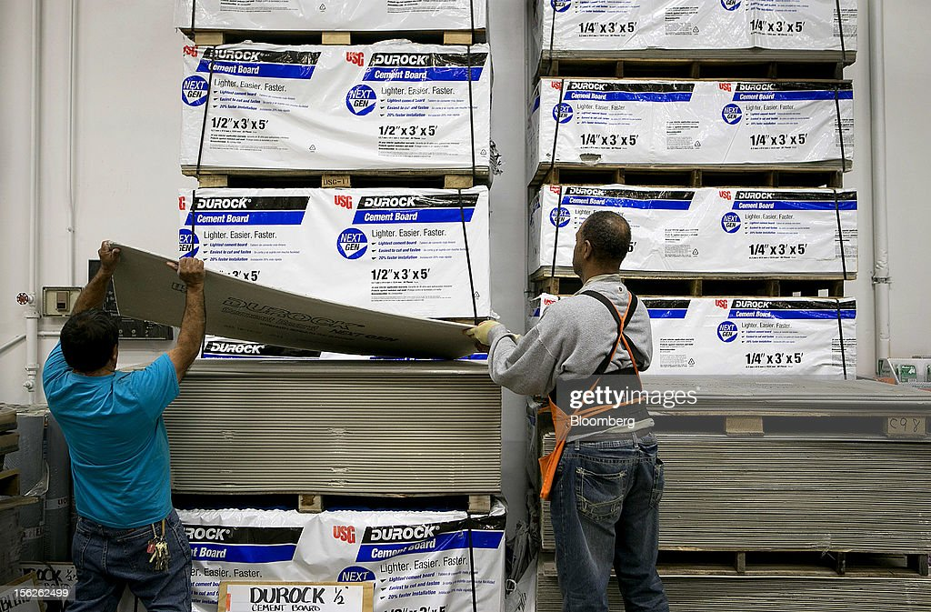 An employee, right, helps a customer load Durock cement board at a Home Depot Inc. store in Washington, D.C., U.S., on Monday, Nov. 12, 2012. Home Depot Inc. is scheduled to release earnings data on Nov. 13. Photographer: Andrew Harrer/Bloomberg via Getty Images