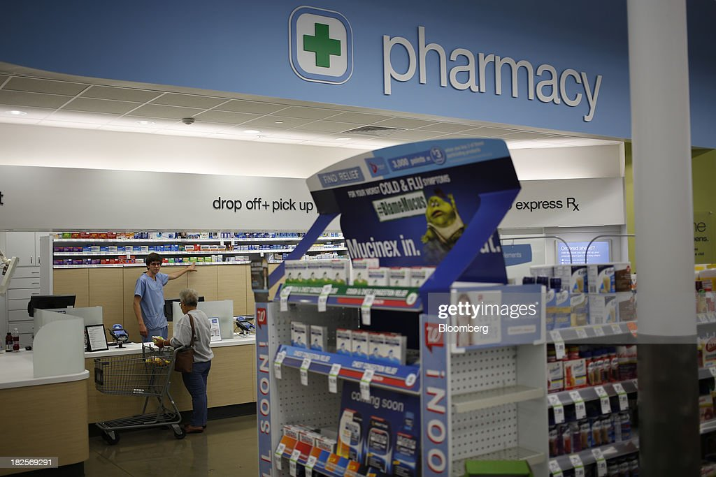 An employee serves a customer at the pharmacy of a Walgreen Co. store in Louisville, Kentucky, U.S., on Monday, Sept. 30, 2013. Walgreen Co., the biggest U.S. drugstore chain, is expected to report fourth-quarter earnings before the opening of U.S financial markets on Oct. 1. Photographer: Luke Sharrett/Bloomberg via Getty Images