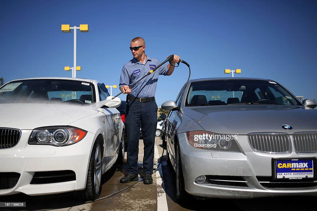 An employee uses a pressure washer to clean Bayerische Motoren Werke AG (BMW) vehicles at a CarMax Inc. dealership in Lexington, Kentucky, U.S., on Monday, Sept. 23, 2013. Carmax, which generates 98% of its revenue in the used car market, today reported record second quarter results for the quarter ended Aug. 31. Photographer: Luke Sharrett/Bloomberg via Getty Images