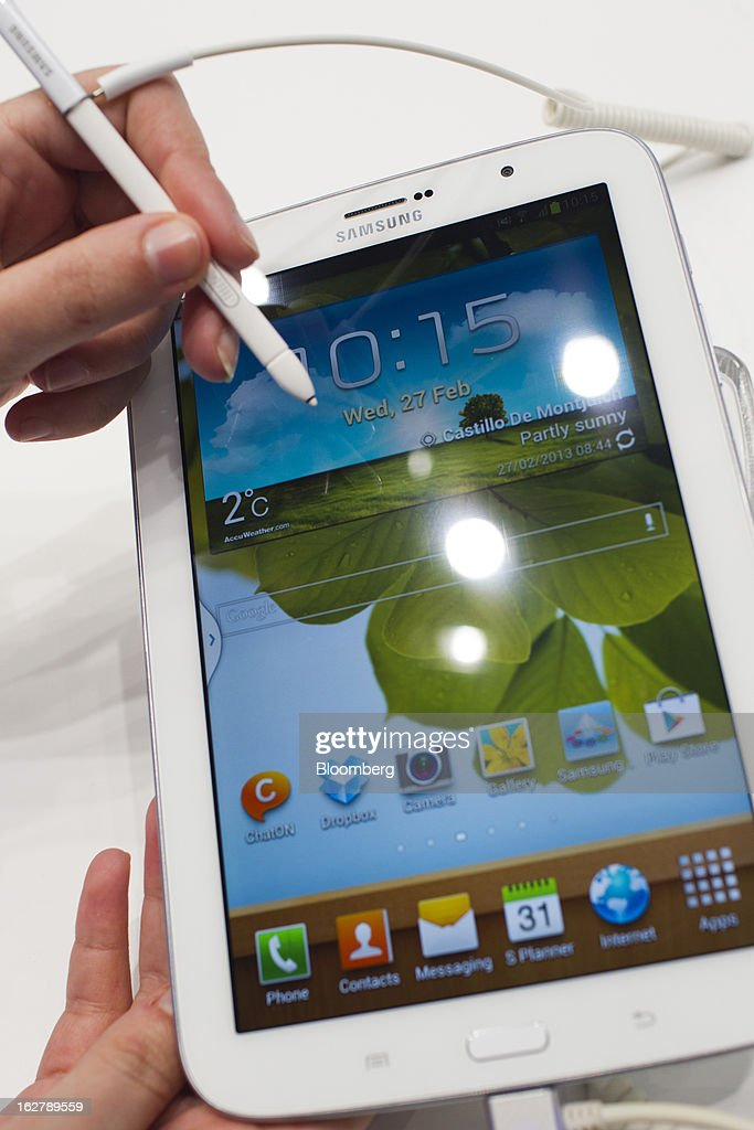 An employee uses a stylus to demonstrate the screen functions of a Samsung Electronics Co. Galaxy Note 8.0 tablet at the Mobile World Congress in Barcelona, Spain, on Wednesday, Feb. 27, 2013. The Mobile World Congress, where 1,500 exhibitors converge to discuss the future of wireless communication, is a global showcase for the mobile technology industry and runs from Feb. 25 through Feb. 28. Photographer: Angel Navarrete/Bloomberg via Getty Images