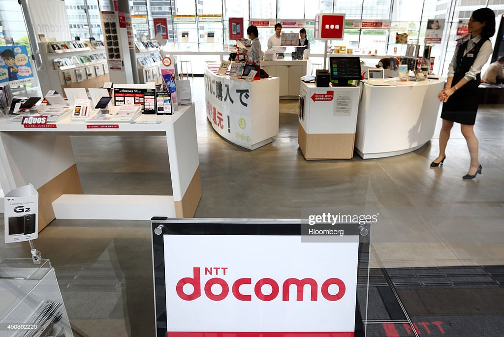 An employee waits for customers at an NTT Docomo Inc. store in Tokyo, Japan, on Tuesday, June 10, 2014. NTT Docomo, Japan's largest wireless carrier by subscribers, began offering Apple Inc's iPad today. Photographer: Tomohiro Ohsumi/Bloomberg via Getty Images