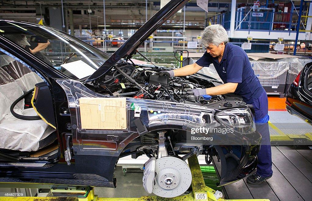 Operations inside daimler ag 39 s mercedes benz sindelfingen for Mercedes benz employee