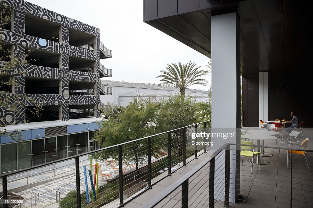Silicon beach blooms as venture capital triples since 2010 for Innovation firm los angeles