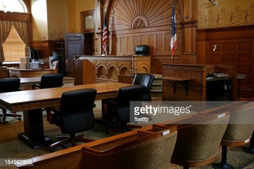 空白、ブラウンのパネルの法廷、旗