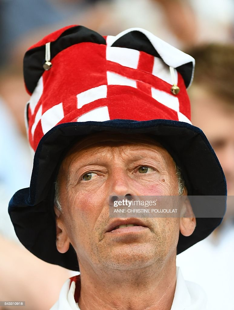 An England supporter is pictured prior to the Euro 2016 round of 16 football match between England and Iceland at the Allianz Riviera stadium in Nice on June 27, 2016. / AFP / ANNE