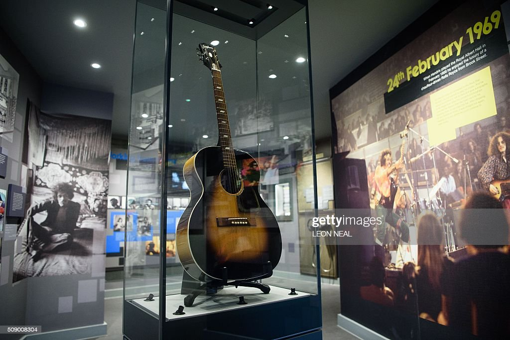 An Epiphone acoustic guitar, formally owned by US musician Jimi Hendrix, is pictured inside the 'Handel and Hendrix in London' exhibition, at the Handel House museum in central London, on February 8, 2016. Located above the Handel House museum, Hendrix's former bedroom has been dressed to resemble how it was when he lived there in 1968-69. From February 10, 2016, the upper floor rooms of 23 Brook Street, will be open to the public, and includes galleries of images and videos showing his story. / AFP / LEON NEAL