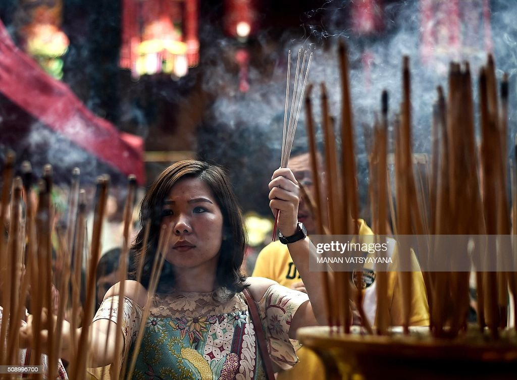 An ethnic Malaysian-Chinese devotee burns incense for good luck at the Guan Di Temple on the first day of the Lunar New Year in Kuala Lumpur's popular Chinatown area on February 8, 2016. Some 25 percent of Malaysia's 29 million people are ethnic Chinese and celebrate the Lunar New Year, this year marking the Year of the Monkey. AFP PHOTO / MANAN VATSYAYANA / AFP / MANAN VATSYAYANA