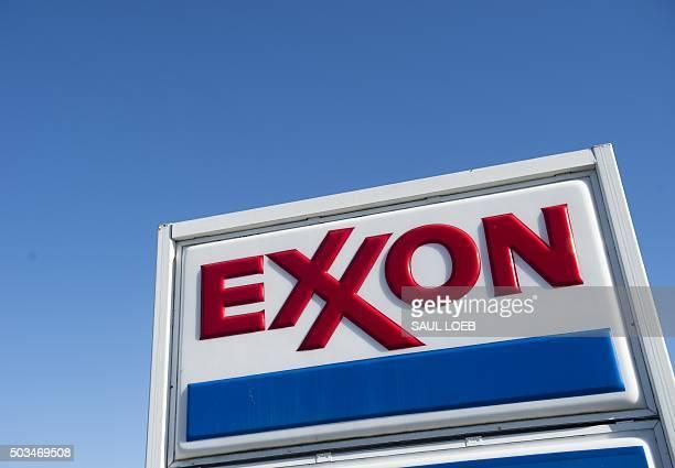 An Exxon gas station in Woodbridge Virginia January 5 2016 AFP PHOTO / SAUL LOEB / AFP / SAUL LOEB