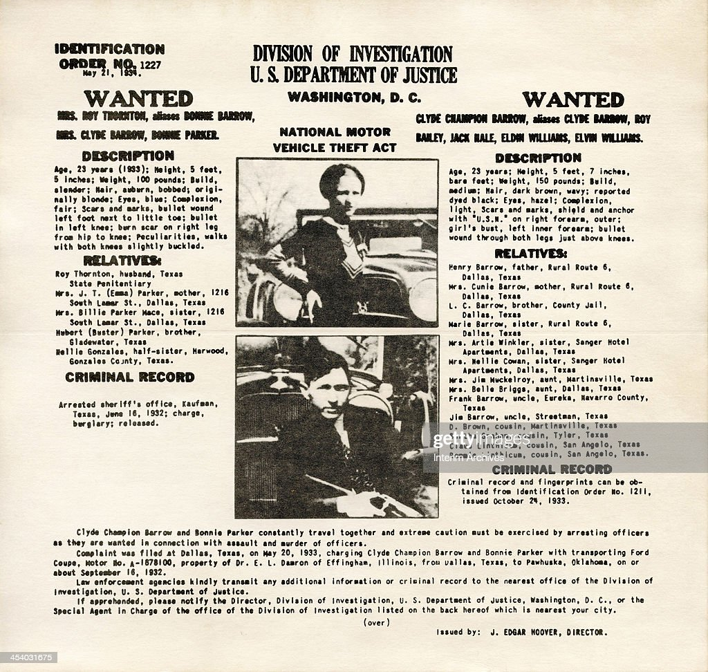 An FBI wanted poster showing American bank robbers and lovers Clyde Barrow (1909 - 1934) and Bonnie Parker (1911 -1934), popularly known as Bonnie and Clyde, May 21, 1934.
