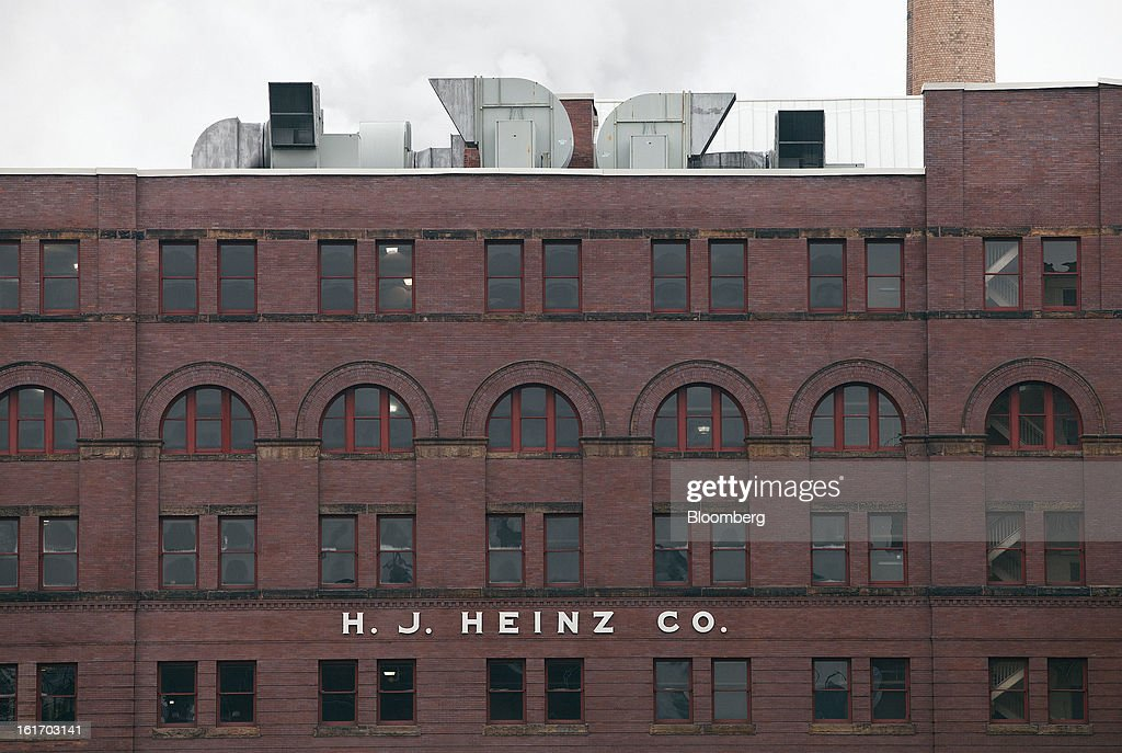An H.J. Heinz Co. production facility stands in Pittsburgh, Pennsylvania, U.S., on Thursday, Feb. 14, 2013. Warren Buffett's Berkshire Hathaway Inc. and Jorge Paulo Lemann's 3G Capital agreed to buy HJ Heinz Co. for about $23 billion, ending the independence of an iconic ketchup maker that traces its roots to the 1860s. Photographer: Kevin Lorenzi/Bloomberg via Getty Images