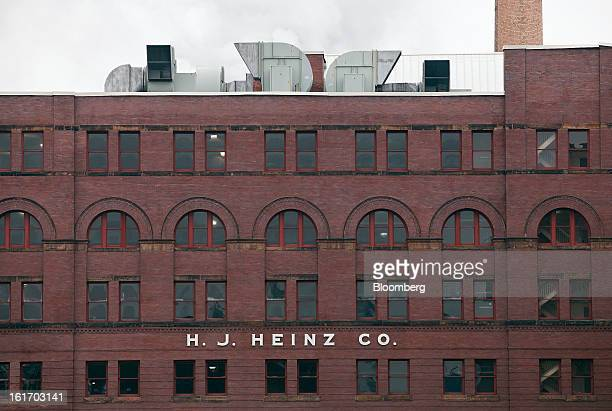 An HJ Heinz Co production facility stands in Pittsburgh Pennsylvania US on Thursday Feb 14 2013 Warren Buffett's Berkshire Hathaway Inc and Jorge...