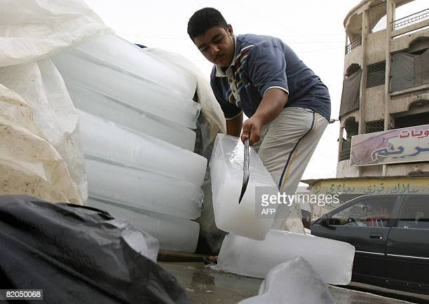 CHARMELOT An ice vendor unstacks blocks of ice for sale at a street corner in Fallujah 50 kms west of Baghdad on July 15 2008 AlQaeda militants have...