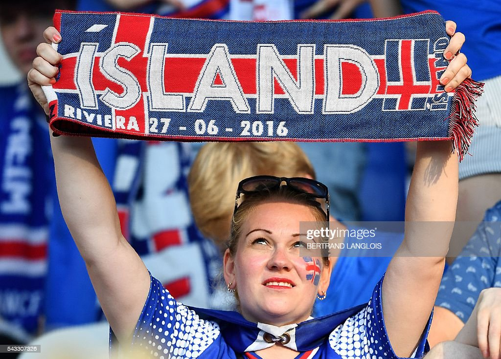 An Iceland supporter cheeholds a scarf prior to the Euro 2016 round of 16 football match between England and Iceland at the Allianz Riviera stadium in Nice on June 27, 2016. / AFP / BERTRAND