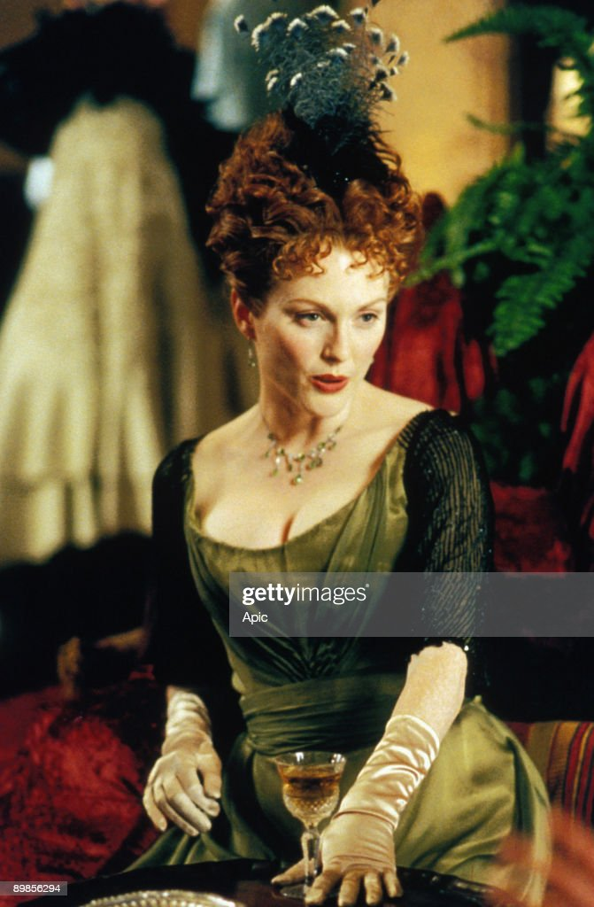 An ideal husband An ideal husband of Oliver Parker with <a gi-track='captionPersonalityLinkClicked' href=/galleries/search?phrase=Julianne+Moore&family=editorial&specificpeople=171555 ng-click='$event.stopPropagation()'>Julianne Moore</a> in 1999