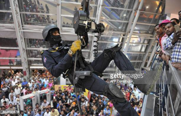 An Indian commando from the OCTOPUS counterterrorism unit demonstrates combat skills during an event in Hyderabad on September 25 2017 Security...