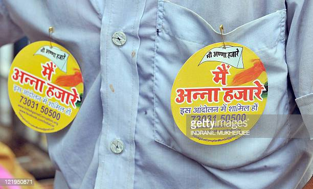 An Indian 'dabbawala' sports badges expressing his support to the crusade of veteran Indian activist Anna Hazare to denounce The Lokpal Bill proposal...