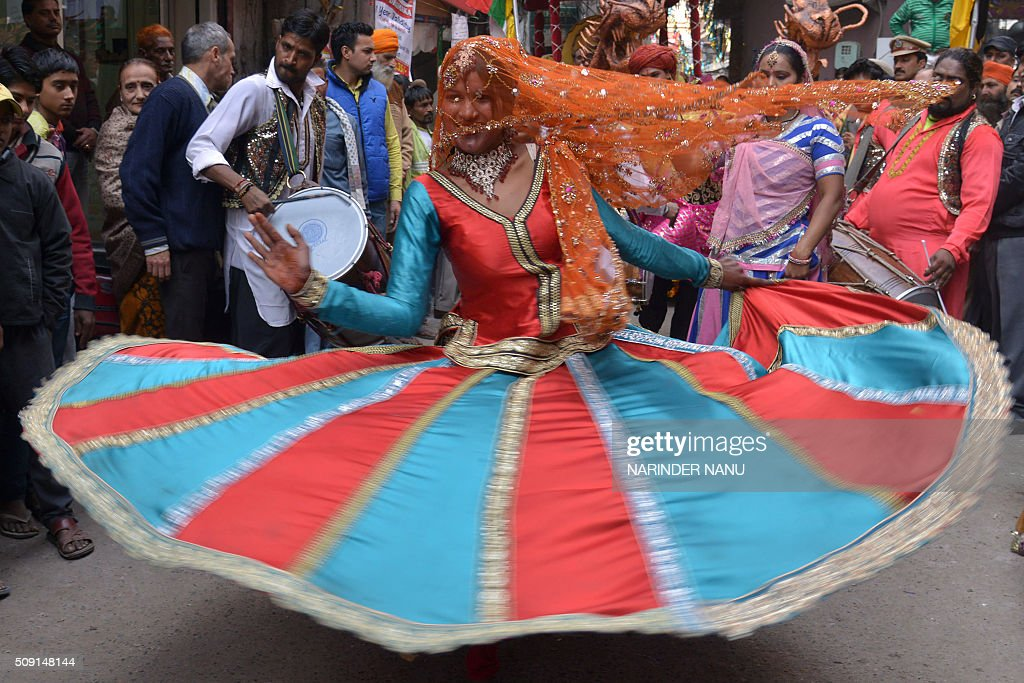 An Indian dancer performs during a procession to mark the 661st anniversary of the birth of Hindu guru Bawa Lal Dayal Maharaj in Amritsar on February 9, 2016. Bawa Lal Dayal Maharaj, a popular leader of his time, is especially revered by devotees of a temple in the town of Dhyanpur, some 45 kms north of Amritsar. AFP PHOTO/NARINDER NANU / AFP / NARINDER NANU
