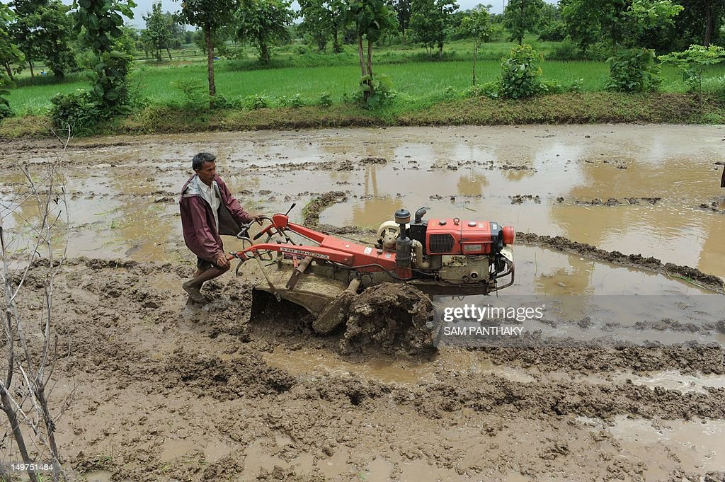 An Indian farmer works his field near Saputara, some 400 kms from Ahmedabad, on August 3, 2012. India on July 31 offered cash and subsidies to tens of millions of farmers affected by poor monsoon rains over almost half of the country. AFP PHOTO / Sam PANTHAKY