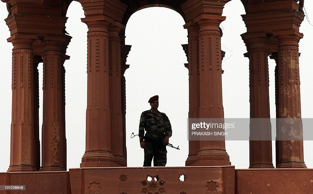 An Indian military commando stands guard at the Defence Ministry in New Delhi on May 28, 2010. Home Minister P. Chidambaram said he suspected sabotage behind the derailment of a Howrah-Mumbai train in West Bengal's West Midnapore district early morning May 28 though it was unclear whether explosives were used. AFP PHOTO/ Prakash SINGH