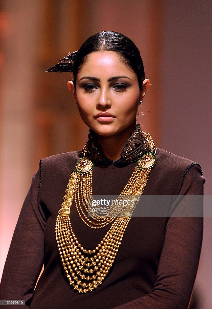 An Indian model showcases a creations at the AZVA show during the Aamby Valley India Bridal Fashion Week 2013 in Mumbai late December 1, 2013.
