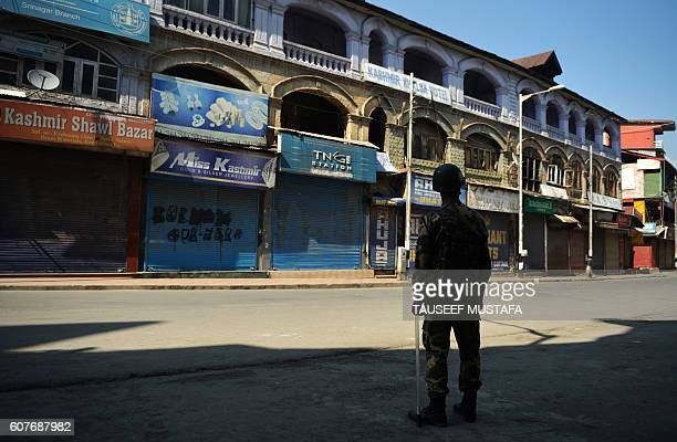 TOPSHOT An Indian paramilitary trooper stands guard during a curfew in the Lal Chowk area of central Srinagar on September 19 2016 Around 80...
