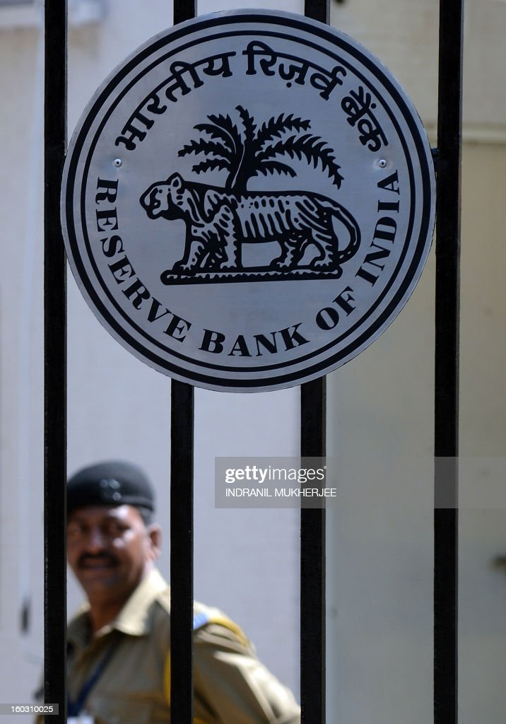 An Indian security officer walks past the main entrance of the Reserve Bank of India (RBI) headquarters in Mumbai on January 29, 2013. India's central bank cut its main interest rates by 25 basis points, in its first reduction for nine months as it seeks to kick start the slowing economy. AFP PHOTO/ INDRANIL MUKHERJEE