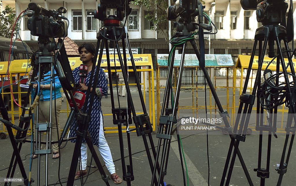 An Indian television journalist reports from outside the sessions court in Mumbai on February 8, 2016. An American who helped plot the Mumbai attacks told a court via video call on February 8 that Pakistan-based militants made two failed attempts on the Indian city before killing 166 people in November 2008. David Headley, who is serving 35 years in a United States prison for his role in the atrocity, said Lashkar-e-Taiba (LeT) militants had been behind the attacks eight years ago. AFP PHOTO / PUNIT PARANJPE / AFP / PUNIT PARANJPE