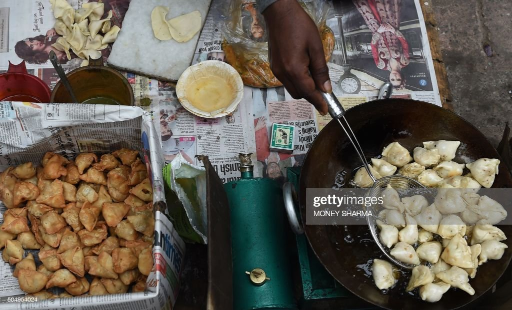An Indian vendor prepares samosas at a roadside stall in New Delhi on January 14, 2016. One of India's poorest states has said it will impose a 'luxury tax' on samosas -- one of the country's most popular snacks -- sparking widespread outrage. The Bihar government has announced plans for the new levy to offset an anticipated plunge in the state's revenues when a ban on alcohol sales comes into force in April this year. AFP PHOTO / Money SHARMA / AFP / MONEY