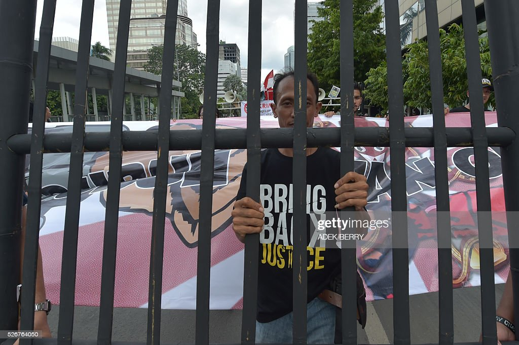 An Indonesian activist participates in a rally to mark the May Day in Jakarta on May 1, 2016. Labourers and activists around the world marked international worker's day with marches demanding better working conditions, welfare and higher wages. / AFP / ADEK